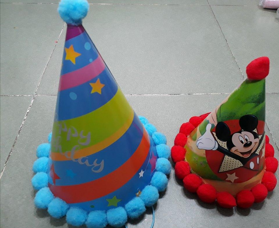 Nón giấy sinh nhật nhỏ cao 18cm viền bông Mickey Giá 9k 1 cái